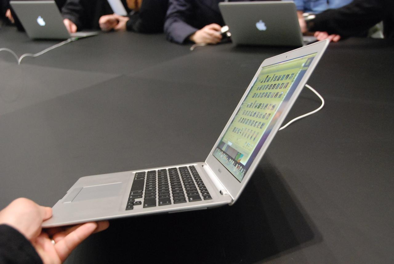 new macbook air undergoes battery test computer news. Black Bedroom Furniture Sets. Home Design Ideas
