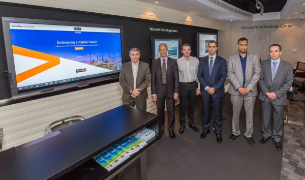 (L-R) Mazen Shehadeh, Microsoft Technology Centre, Microsoft; Trygve Randen, VP, Middle East & Asia, Microsoft; Oliver Braun, Accenture; Omar Saleh, Director, Process Manufacturing & Resources, Microsoft; Danish Shaikh, Honeywell; Sofiane Tarabet, Schlumberger Integrated Solutions