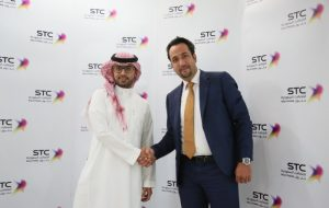 Abdullah Aldhafr, STC Cloud with Mohammed Al-Moneer, A10 Networks at the partnership signing ceremony