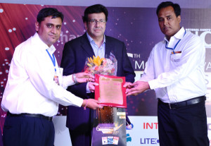 01- Indrajit Sabharwal (centre) receives the  Largest Tablet PC Manufacturer award from NCN
