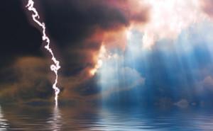 break-in-storm-clouds-over-sea-370x229