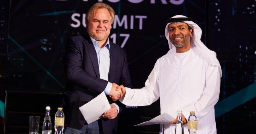 Eugene Kaspersky, Kaspersky Lab, and Khaled Al Melhi, Injazat at the signing of the MoU.