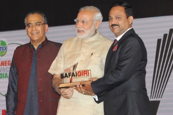 Dr. Siddeek Ahmed, Eram Scientific receiving the award from India's Prime Minister, Shri Narendra Modi
