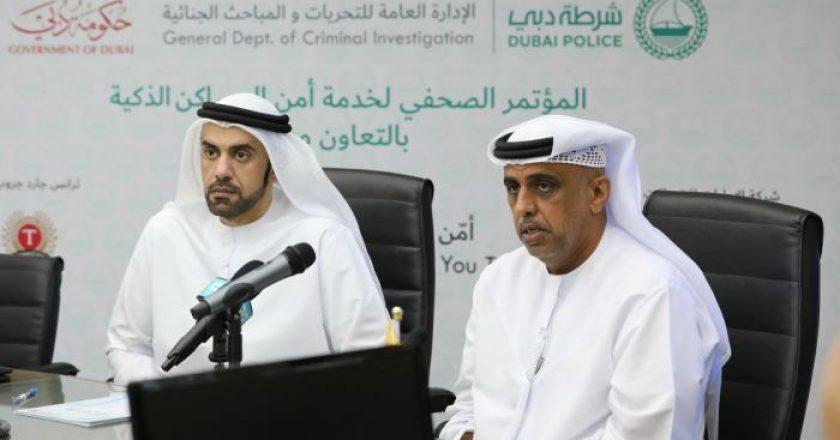 Dubai Police's major general Khalil Ebrahim Al Mansouri and du's Ahmad Bu Rhaima at the launch