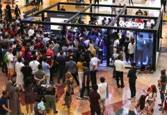 Consumers swarm Samsung's Galaxy Studio in Mall of the Emirates