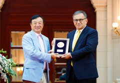 Huawei founder Ren Zhengfei with Dr. Erdal Arikan, the inventor of 5G polar codes